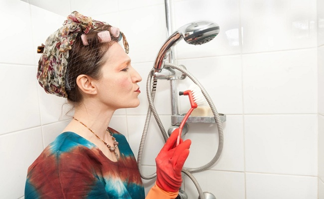 limpiar-accesorios-del-bano