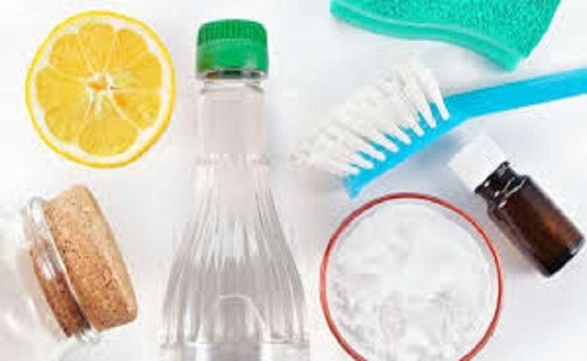 limpiar baldosas en el baño.