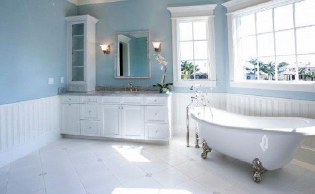 limpiar baldosas en el baño