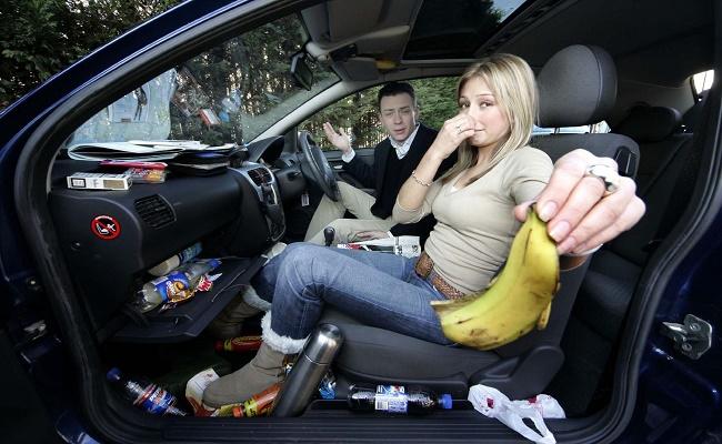 limpiar el interior de un coche.