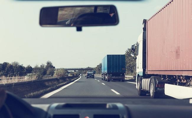 restricción de velocidad máxima para camiones y buses 0